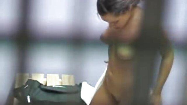 Abuelita enloquecida por polla envuelve un pinchazo videos eroticos subtitulados con su coño