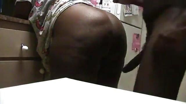 Padre se folla baile erotico al desnudo a su hija mientras duerme