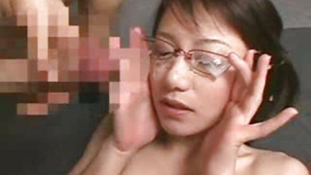 Hot Swiping videos eroticos de tetas Cutie Eden es castigada