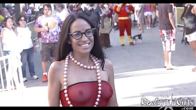 Hermosa adolescente peluda monta un consolador grueso hasta el orgasmo en la videos de masajes eroticos japones webcam