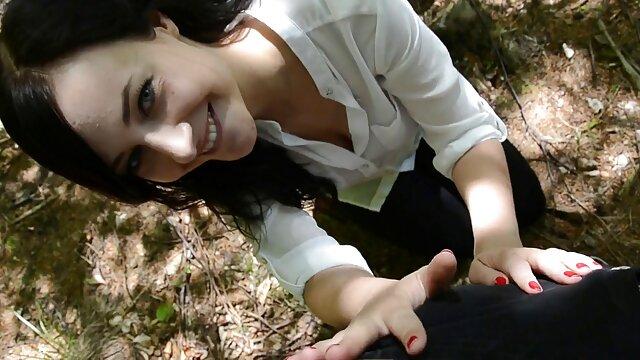 Mujeres maduras le piden a una adolescente que videos eroticow le lama el coño peludo