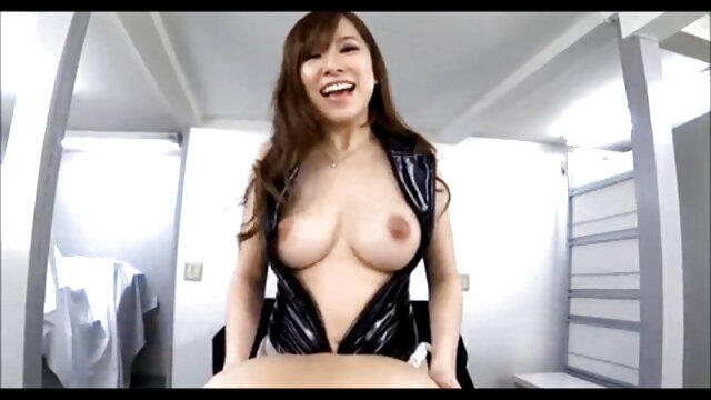 Linda videos eróticos con animales chica en completo látex