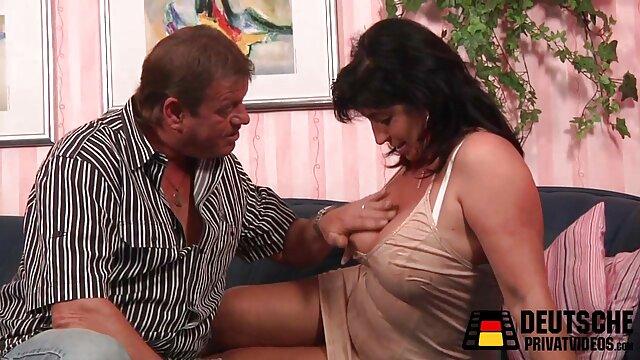 Ariana Marie - Masaje de polla latina - Cintas sexuales relatos xxx de travestis latinas