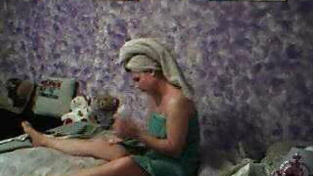 Escena voyeur de ama de casa xxx trios eroticos madura en la cocina