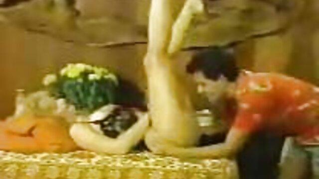 Cum en sus hermosas tetas videos de masajes sesuales grandes.