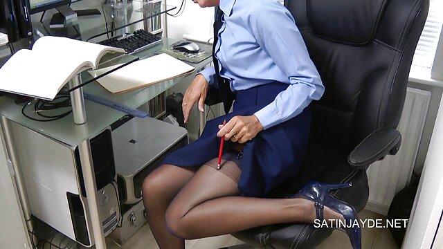 Puta montando cara cachonda con gran culo obtiene su primera cogida quiero videos eróticos anal