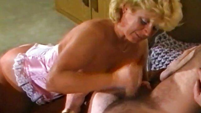 Linda chica con grandes tetas videod eróticos