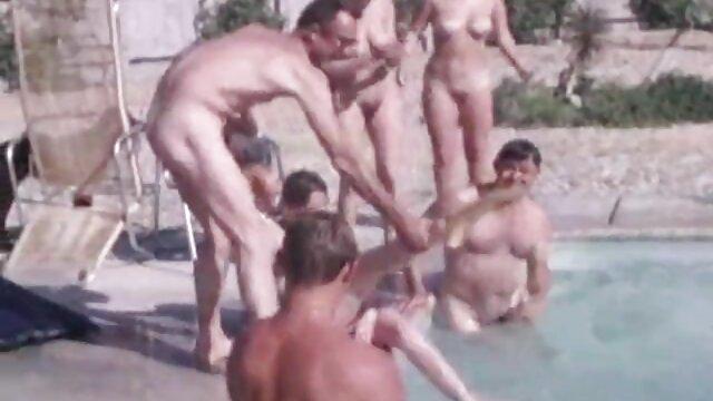 Por chicas bailando eroticamente favor ayúdame a quitarme estas esposas JOI