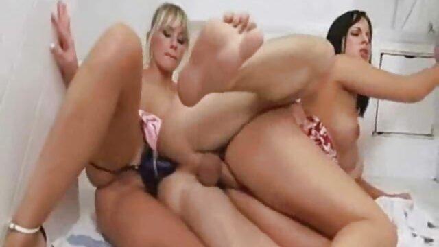 Trío en el ver peliculas eroticas de lesbianas cine