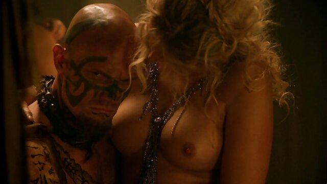 Gordita con grandes videos eroticos squirt tetas naturales trío con DP