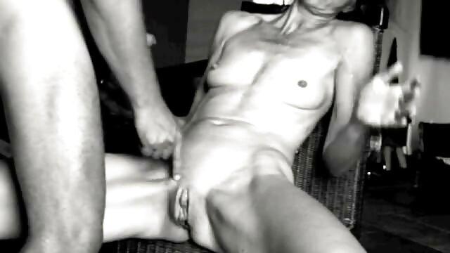 BBW excitada juega videos para adultos eróticos con su coño y toma una gran polla