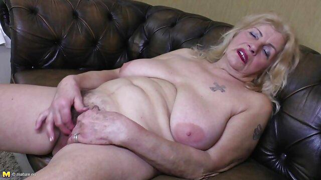 Madrastra cachonda está más que feliz de videos eroticos x ofrecer paja
